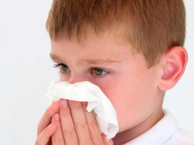niño alergia humedad