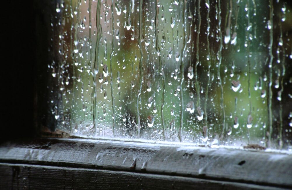 humedad-alrededor-de-la-ventana