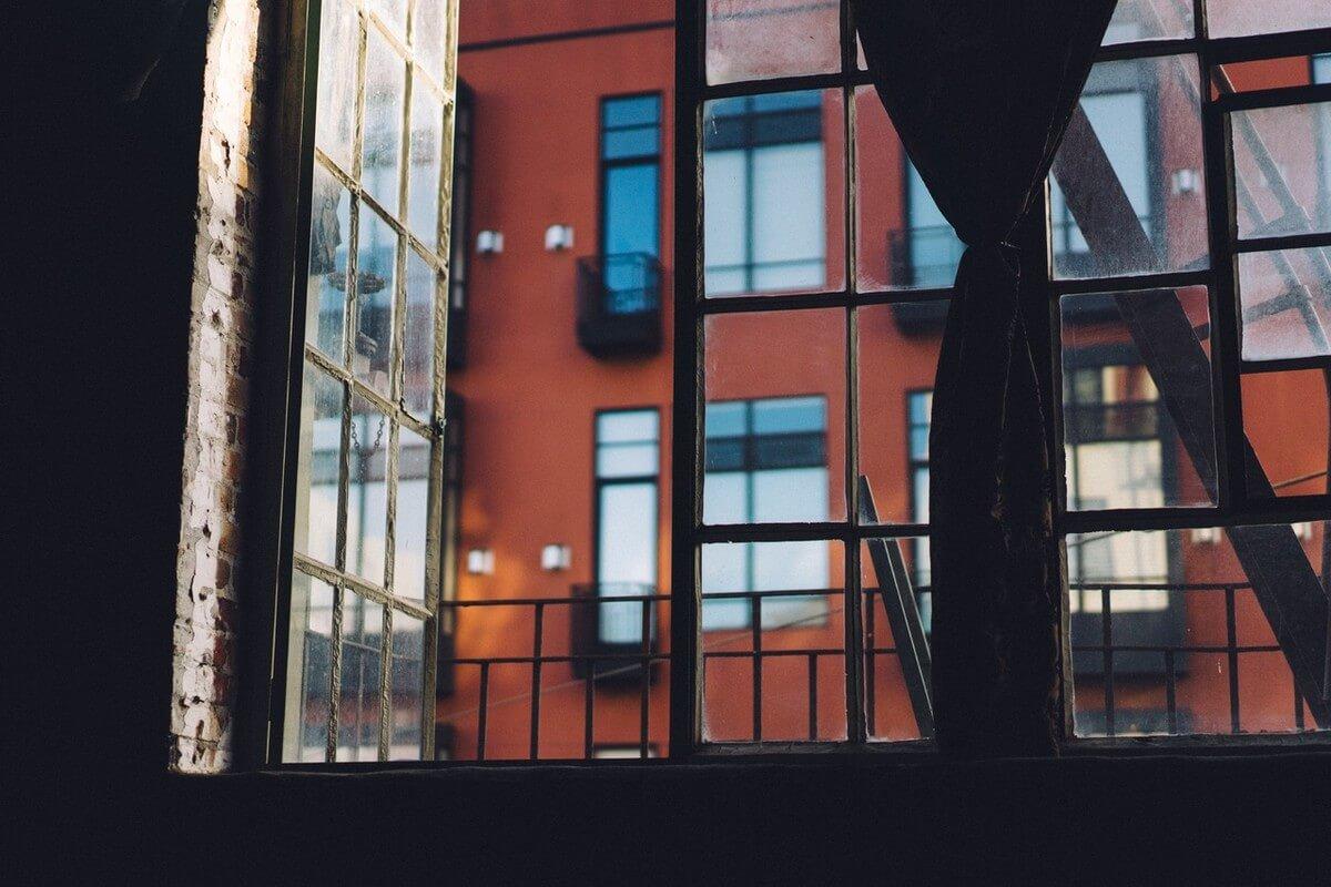 Es conveniente abrir las ventanas para solucionar la humedad